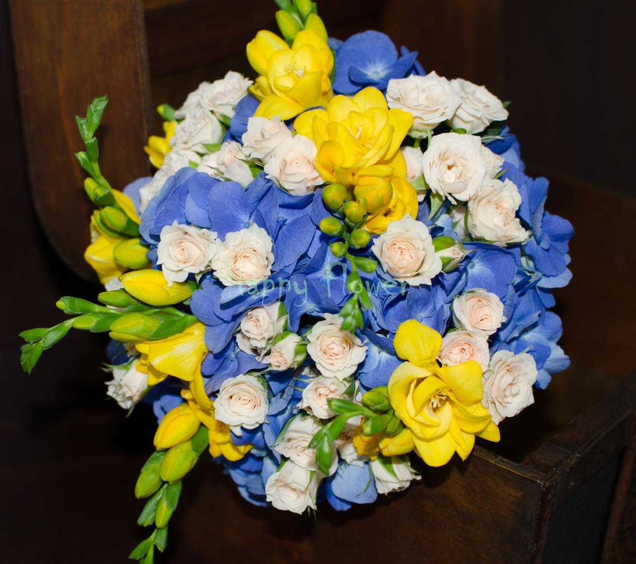 Buchet De Mireasă Din Hortensii Miniroze și Frezii Happy Flower