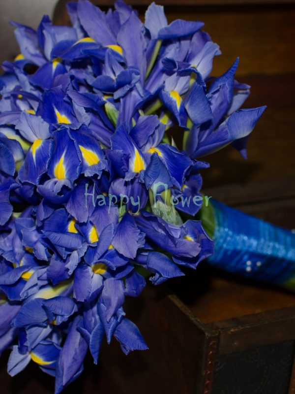 Buchet-mireasa-irisi-albastri