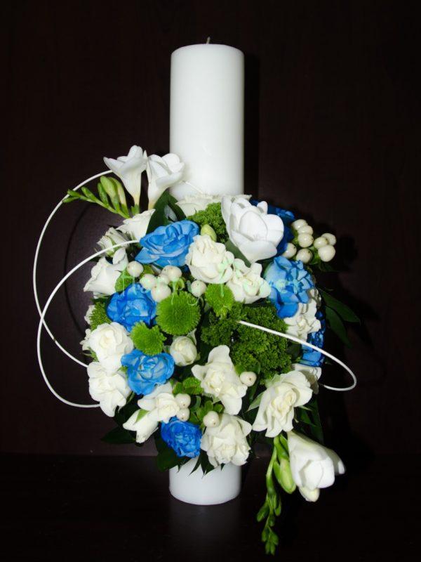 Lumanare-botez-40 cm-scurta-miniroze - albe-frezii-albe-miniroze-albastre