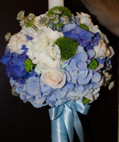 Lumanare-botez-hortensii-albastre-trandafiri-santini-verde