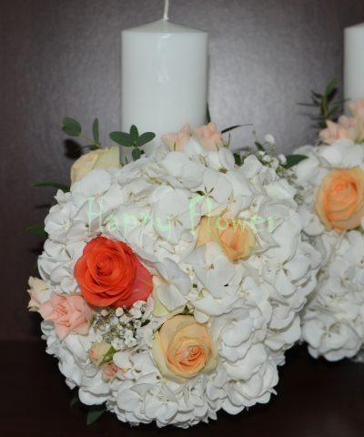 Lumanare-scurta-cununie-30cm-hortensii-albe-trandafiri-corai-trandafiri-piersica