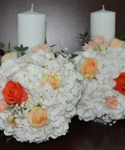 Lumanari-cununie-30cm-hortensii-albe-trandafiri-corai-trandafiri-piersica