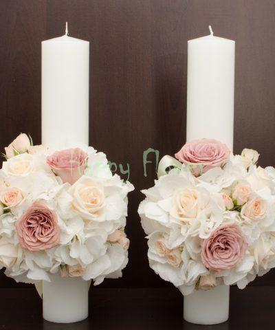 Lumanare-40cm-hortensii-albe-trandafiri-cappuccino-trandafiri-crem