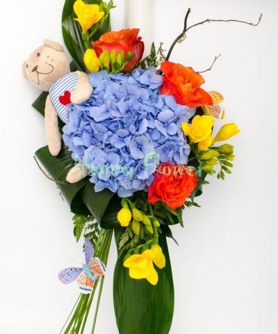 Lmanare-botez-cu-ursulet-si-hortensii-albastre-trandafiri-portocalii-frezii-galbene