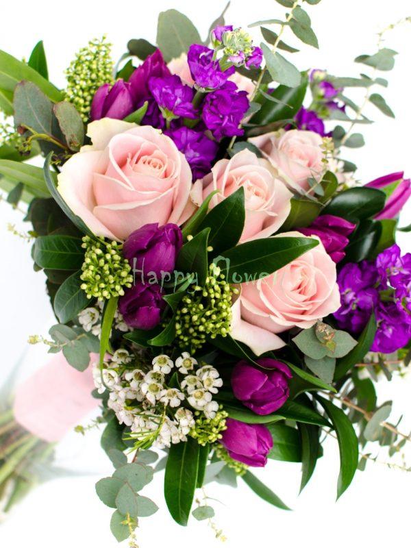 Buchet-mireasa-trandafiri-roz-pal-lalele-mov-mathiola