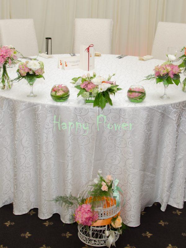 Aranjament-prezidiu-mix-vase-hortensii-trandafiri-miniroze