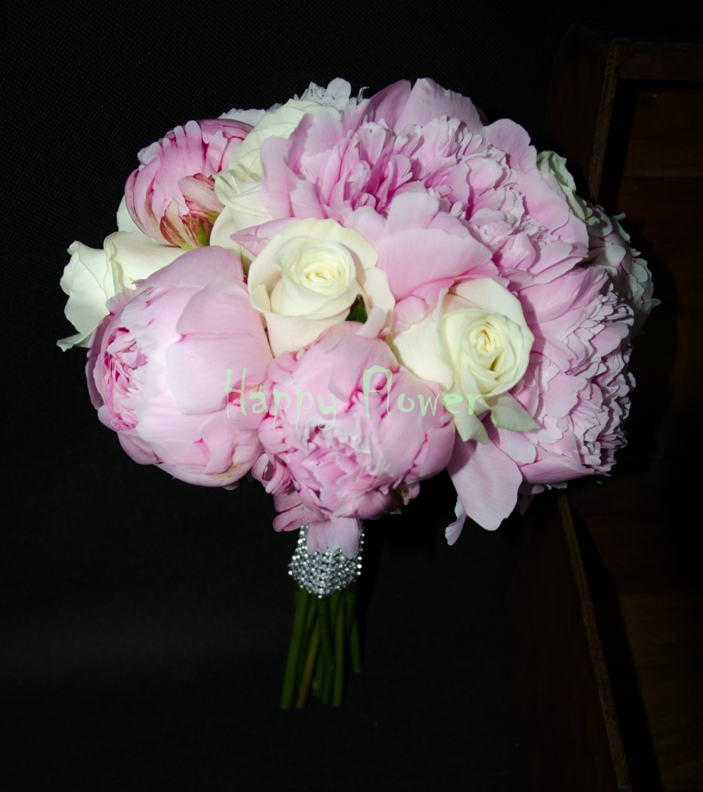 Buchet-mireasa-bujori-roz-trandafiri-albi