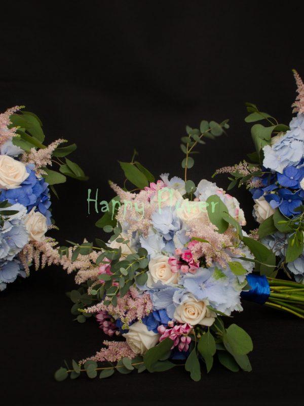 Lumanare-scurta-30cm-hortensii-albastre-trandafiri-astilbe-bouvardia
