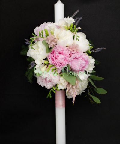 Lumanare-botez-bujori-albi-roz-frezii