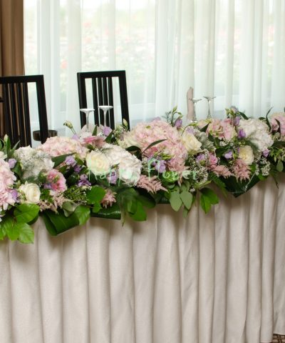 Aranjament-prezidiu-2,5m-hortensii-roz-trandafiri-lisianthus-lila-astilbe