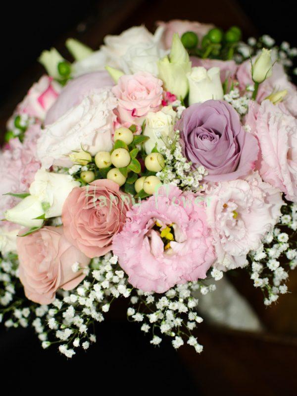 Buchet mireasa pastel, trandafiri, miniroze, lisianthus, hypericum