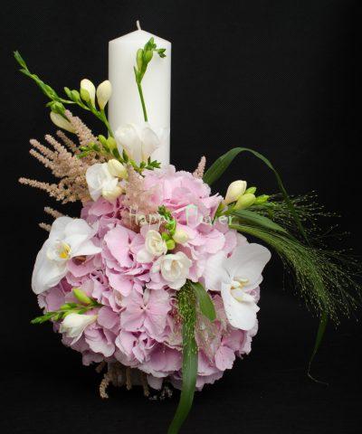 Lumanare-botez-hortensii-roz-frezii-albe-orhidee-phalaenopsis-alba