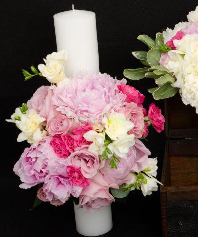 Lumanare-nunta-40-cm-bujori-roz-miniroze-cyclam-frezii-albe