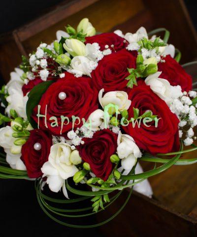 Buchet-mireasa-nasa-trandafiri-rosii-frezii-albe-beargrass-floarea-miresei