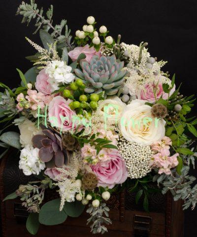 Buchet-nunta-plante-suculente-trandafiri-astilbe-astrantia-accacia-hypericum