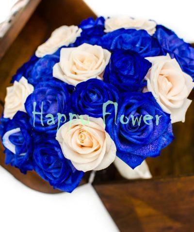 Buchet-mireasa-trandafiri-albastri-trandafiri-crem