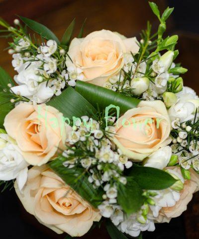 Buchet-mireasa-cununie-trandafiri-piersica-frezii-albe-waxflower