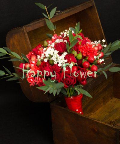 Buchet-cununie-rosu-miniroze-bouvardia-hypericum-eucalipt-floarea-miresei