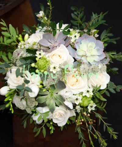 Buchet-mireasa-suculente-trandafiri-ornitogalum-astrantia-eucalipt