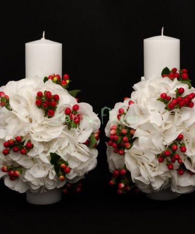Lumanari-nunta-hortensii-albe-hypericum-rosu