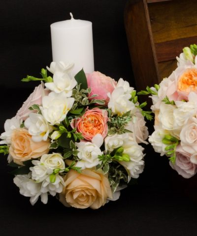 Lumanari nunta 40 cm trandafiri pastel si frezii albe