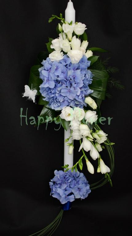 Lumanare-botez-baiat-hortensii-albastre-lisianthus-alb-frezii-albe