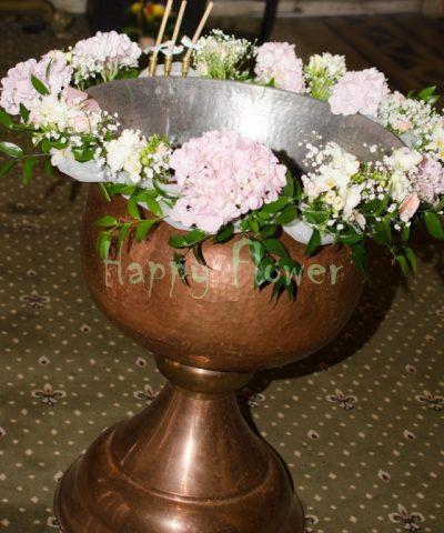 Aranjament-cristelnita-botez-hortensii-roz-miniroze-frezii
