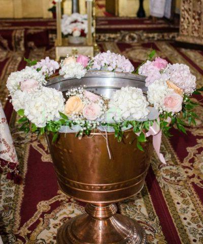 Decor-cristelnita-hortensii-pastel-trandafiri-pastel