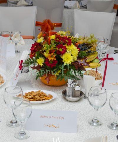 Aranjament-crizanteme-colorate-dovleac-toamna