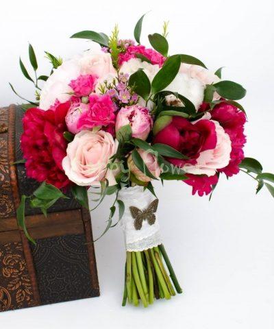 BUchet-mireasa-bujori-roz-bujori-grena-trandafiri-miniroze-waxflower-ruscus