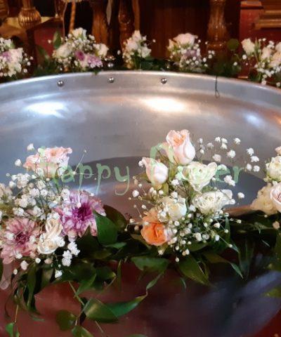 Aranjament-cristelnita-miniroze-pastel-crizanteme-floarea-miresei