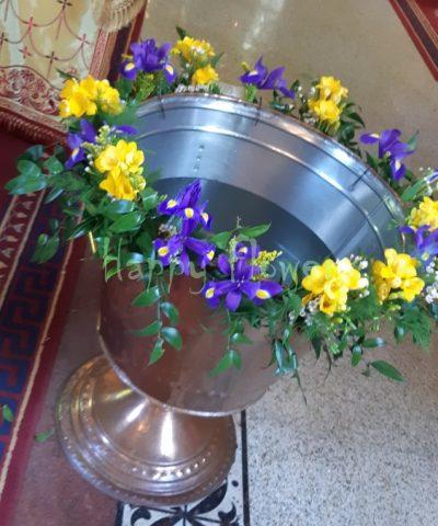 Decor-cristelnita-botez-irisi-albastri-frezii-albe