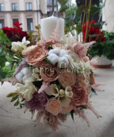 Lumanare-trandafiri-cappuccino-bumbac-frezii-miniroze-astilbe