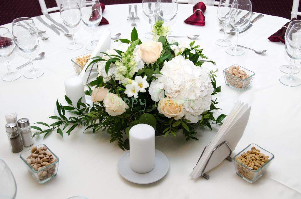 Aranjament-nunta-hortensii-albe-frezii-anthirrinum-eucalipt
