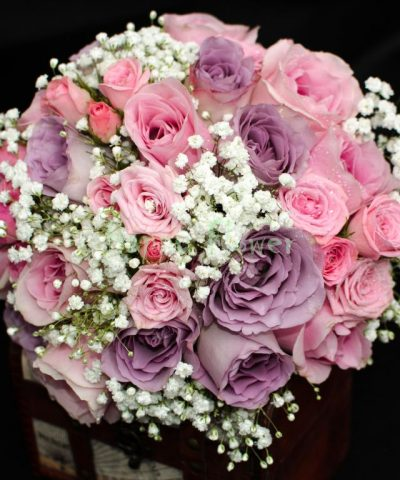 Buchet-mireasa-nasa-trandafiri-roz-trandafiri-mov-miniroze-floarea-miresei