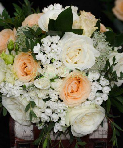 Buchet-mireasa-trandafiri-bouvardia