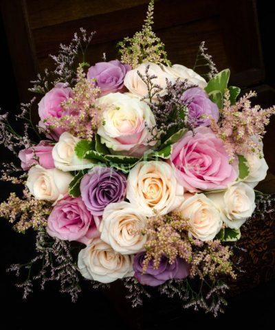 Buchet-mireasa-trandafiri-crem-trandafiri-roz-trandafiri-mov-pittosporum-limonium-astilbe-roz