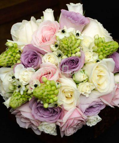 Buchet-mireasa-trandafiri-pastel-miniroze-albe-ornitogalum