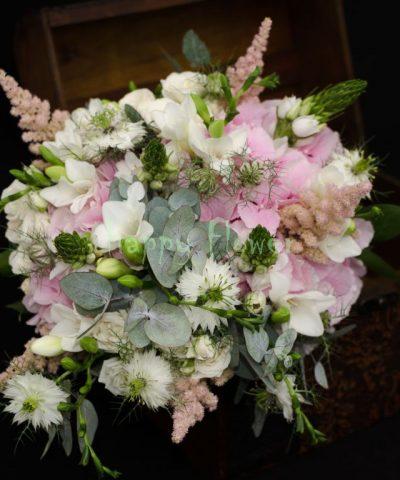 buchet-mireasa-hortensii-roz-ornitogalum-frezii-eucalipt