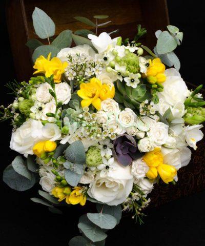 buchet-mireasa-plante-suculente-frezii-galbene-trandafiri-ornitogalum